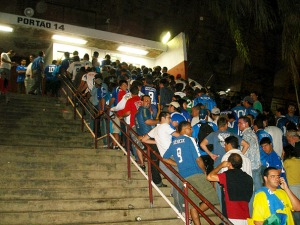 Torcida do Cruzeiro sofre para entrar no Mineirão