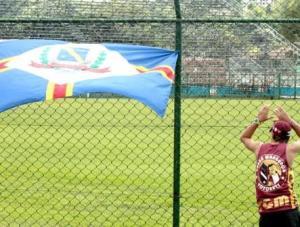 Torcedor do Votoraty, clube que, por problemas financeiros, desistiu de disputar o Paulista 2011. Foto: Gilson Hanashiro, Agência Bom Dia