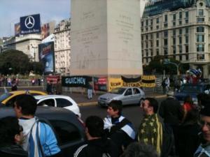 """Obelisco da 9 de Julho tomada pelos da """"Banda Oriental"""""""